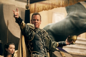 Emily-Browning-and-Kiefer-Sutherland-in-Pompeii-2014-Movie-Image